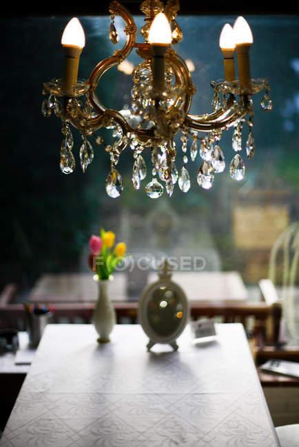 Vintage restaurant interior with crystal chandelier — Stock Photo
