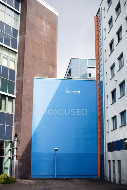 View of concrete blue wall texture in town, minimalistic concept — Stock Photo