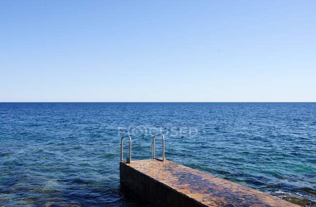 Coastal pier and sea view — Stock Photo