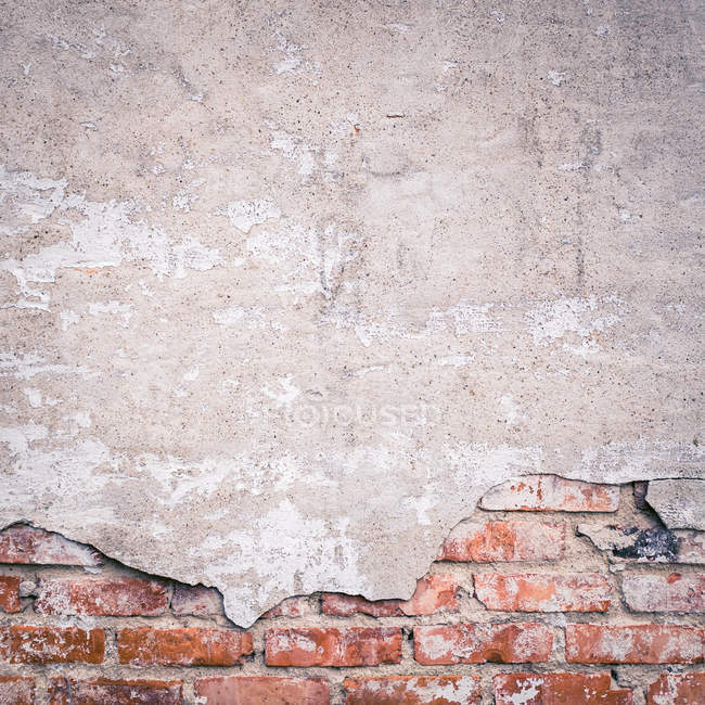 Close-up view of shabby brick wall — Stock Photo