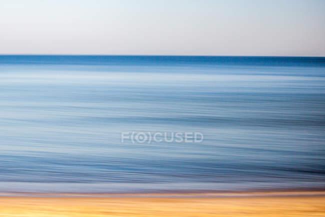 Під час заходу сонця морський пейзаж з Піщаний берег — стокове фото