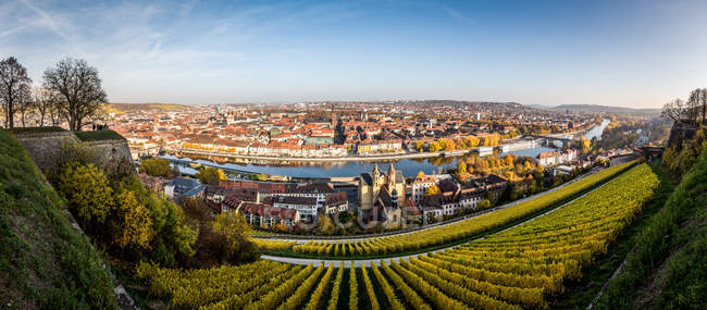 Vista panorâmica sobre edifícios da cidade de Wurzburg na Francônia, norte da Baviera, Alemanha — Fotografia de Stock