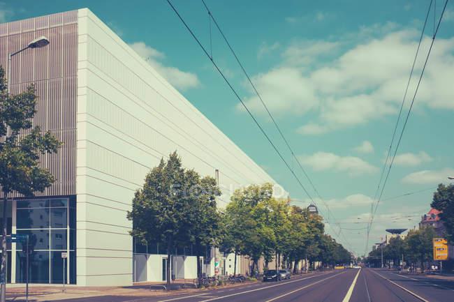 Via abbandonata con edifici — Foto stock