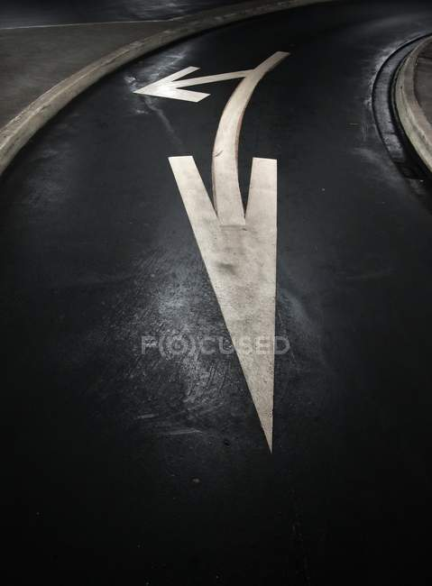 Two arrows signs on asphalt road — Stock Photo