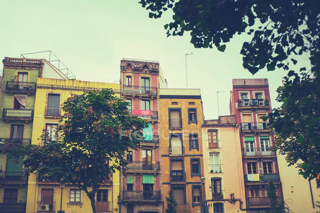 Buildings in old town of Barcelona — Stock Photo