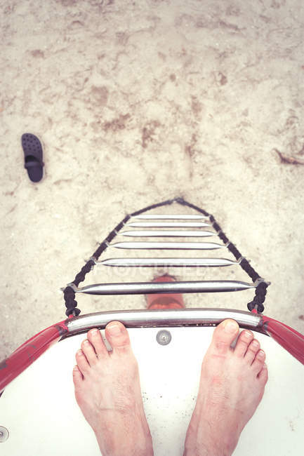 Person feet at the edge of diving tower — Stock Photo