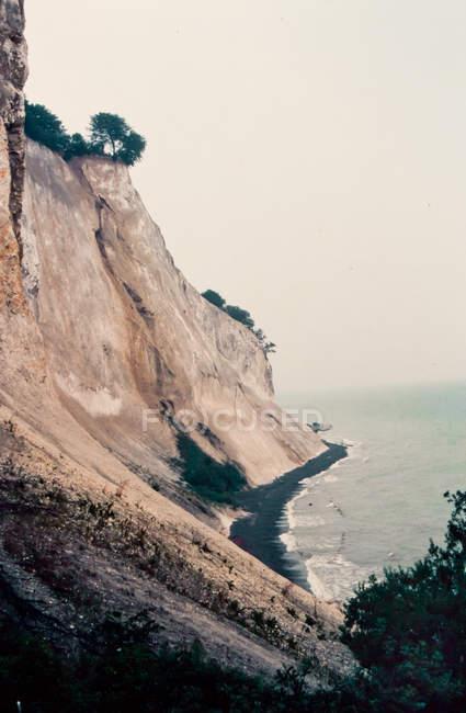 Краєвид з скелястий берег — стокове фото