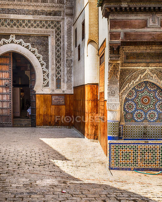 Exterior of traditional moroccan mosque — Stock Photo