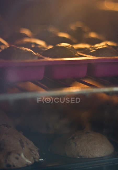 Vista di cupcakes cottura in forno — Foto stock