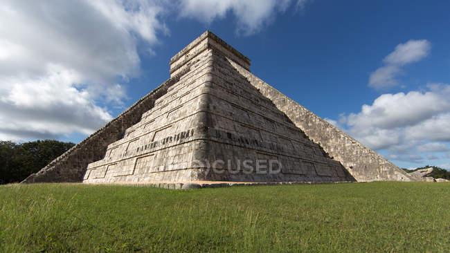Kukulkan піраміда кут, Чичен-Іца в Мексиці — стокове фото