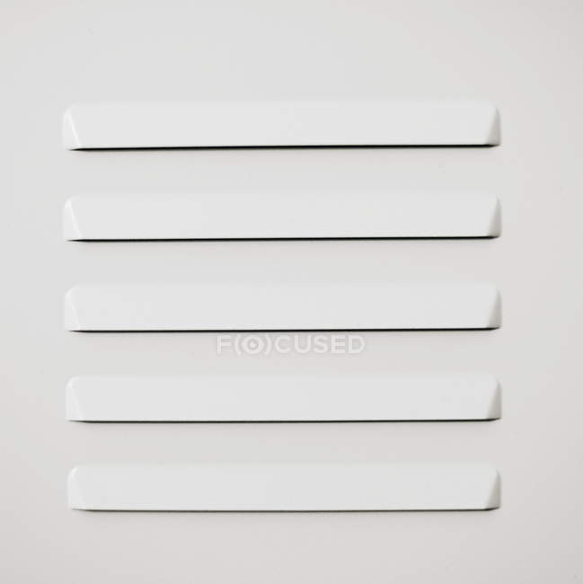 Estrutura de metal branca minimalista — Fotografia de Stock