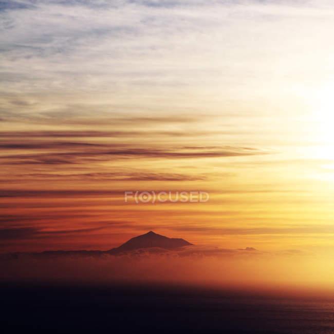 Beautiful sunset over the sea — Stock Photo