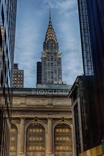 Bâtiments d'architecture Manhattan et le Chrysler Building, gratte-ciel de style Art déco, Midtown Manhattan, New York City — Photo de stock