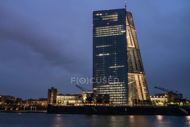 Frankfurt am Main, Nachtaufnahme der Europäischen Zentralbank — Stockfoto