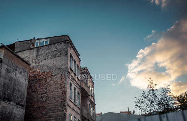 Exterior shot of building facade, turkey, Istanbul — Stock Photo