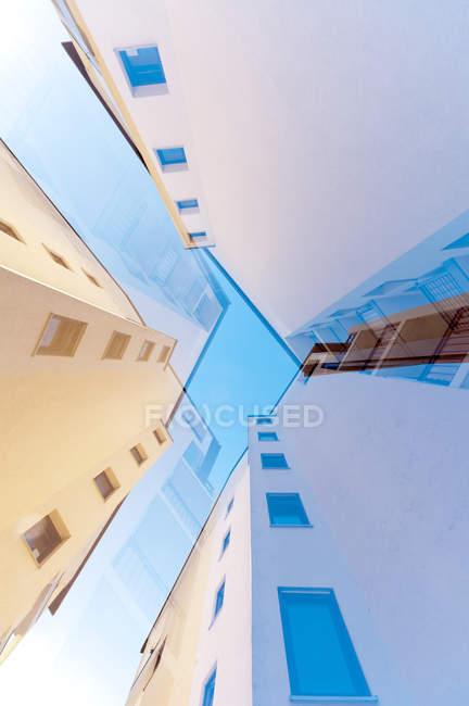 Altura, fachadas de arquitectura moderna - foto de stock
