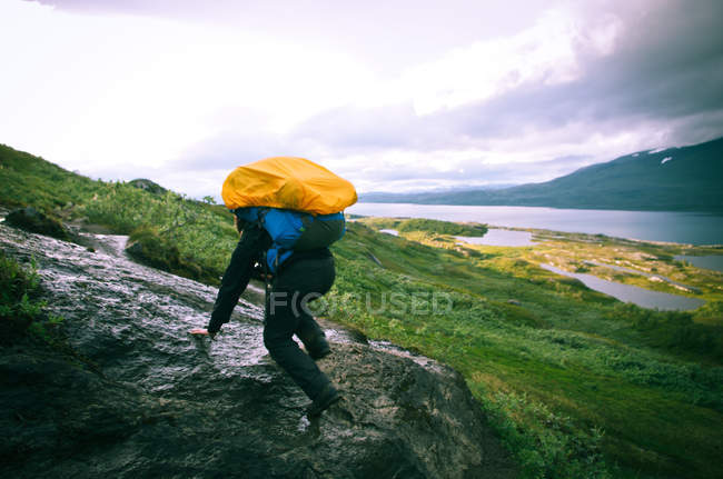 Person hiking in mountains with backpack — Stock Photo