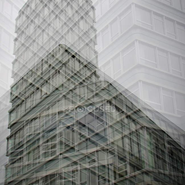Resumo a construção de paredes e janelas no efeito de dupla exposição — Fotografia de Stock
