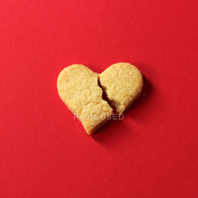 Broken cookie heart — Stock Photo