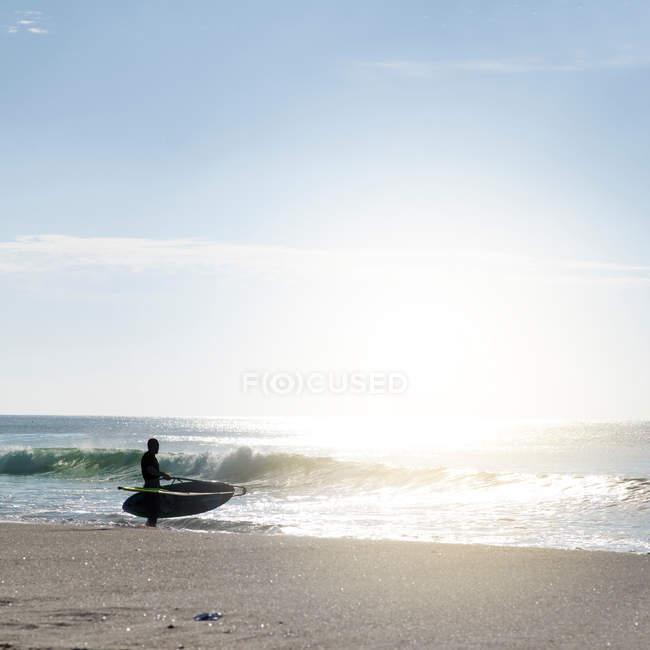 Surf sur la côte de l'océan — Photo de stock