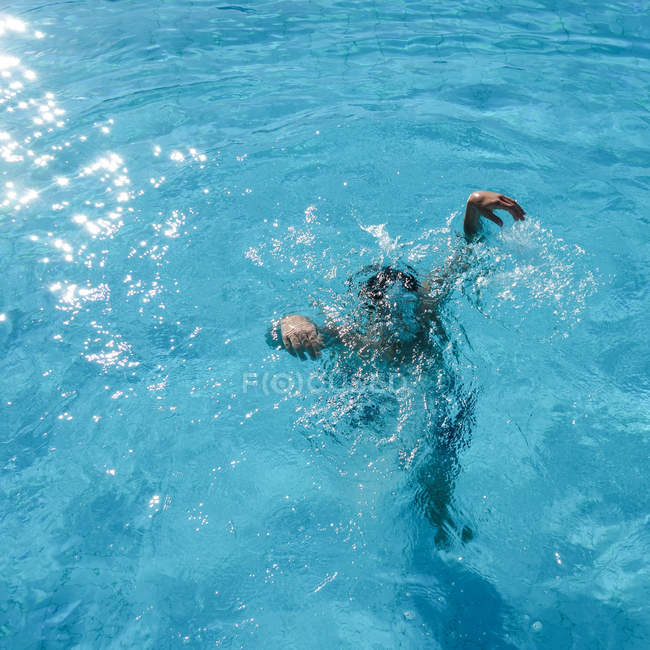 Swimming pool and person underwater — Stock Photo