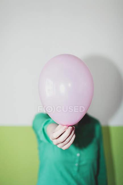 Verkürzte Ansicht Inhaber Ballon — Stockfoto