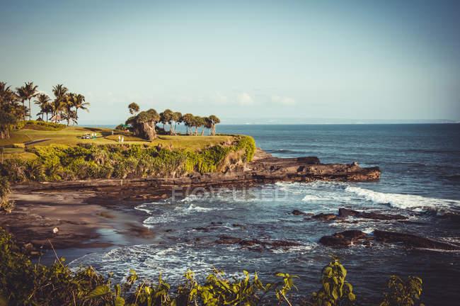 Мальовничий вид на Балі захід сонця морський пейзаж і берегової лінії — стокове фото