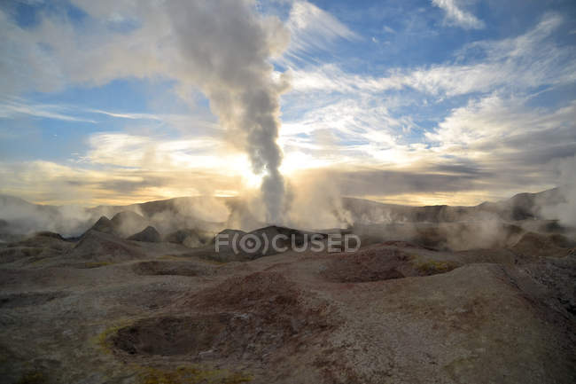Erupting geyser of steam with sulfur deposits, Bolivia — Stock Photo