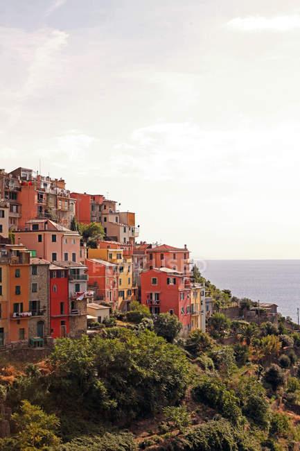 Malerische Aussicht von Tuscany Dorf Gebäuden auf Berg-Terrassen — Stockfoto