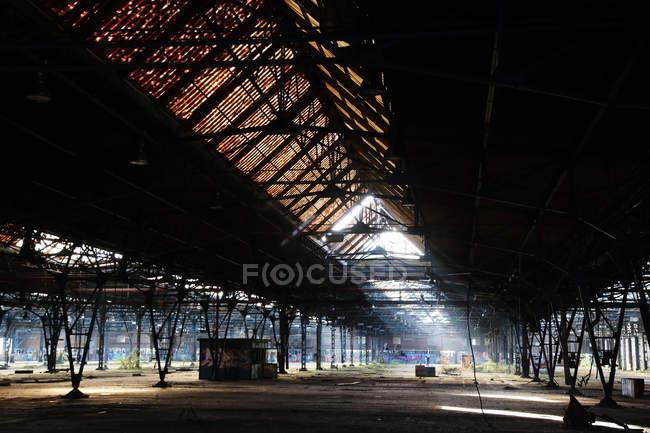 Piattaforma del treno di impianto industriale — Foto stock