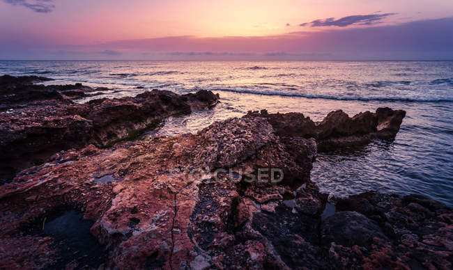 Rocky shore view at sunset — Stock Photo