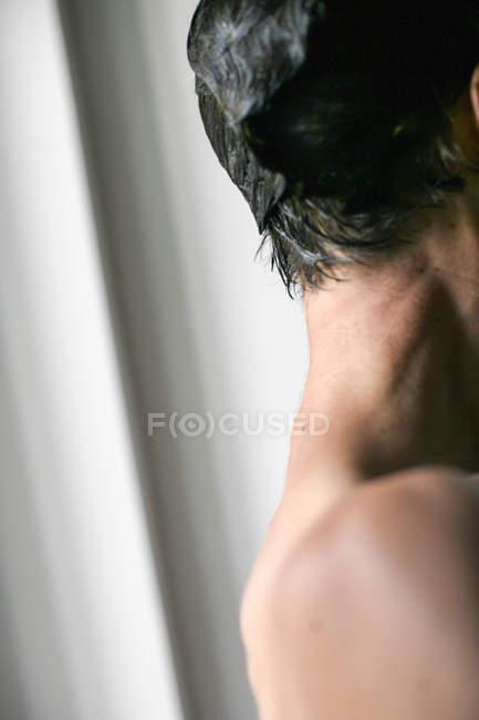 Seitenansicht der Mann mit schwarzen Haaren, Textfreiraum — Stockfoto