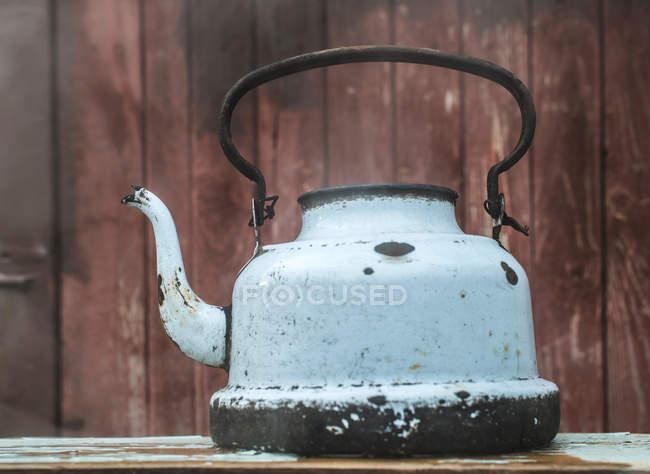 Metall shabby Wasserkocher — Stockfoto