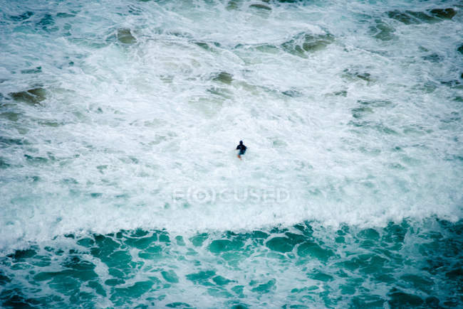 Man swimming in stormy sea — Stock Photo
