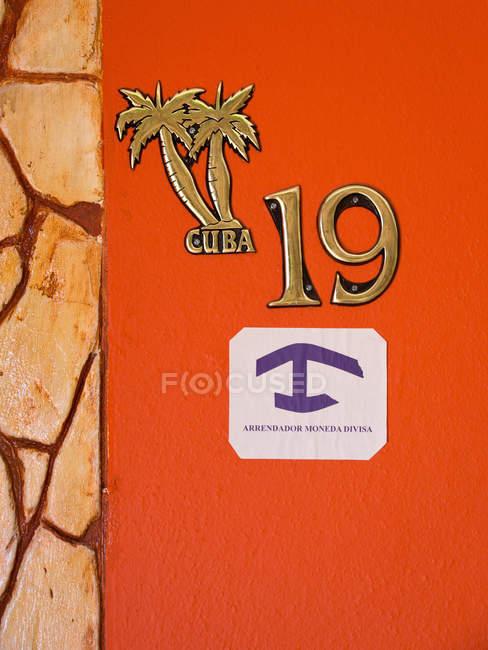 Количество элементов дизайна дома с пальмы и Кубы надпись — стоковое фото