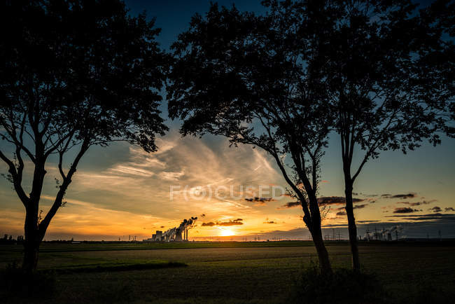 Nature landscape with scenic field view at sunset — Stock Photo