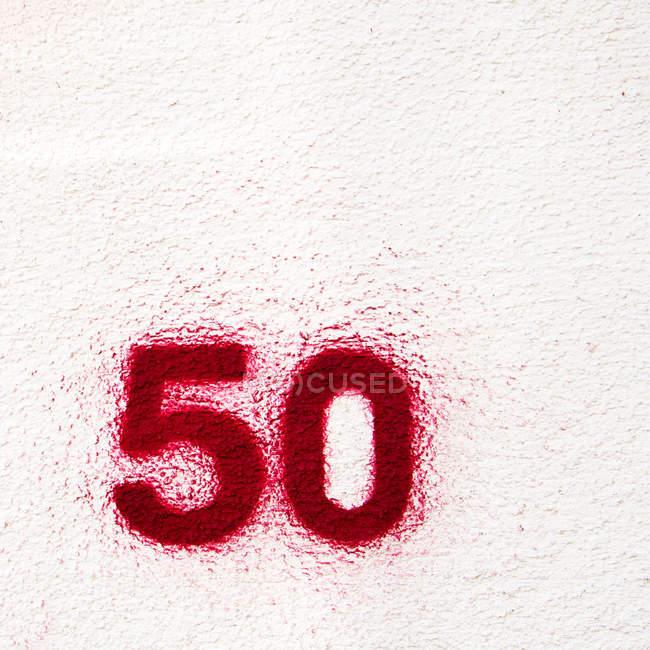 Крупным планом вид числа 50 на белом фоне — стоковое фото