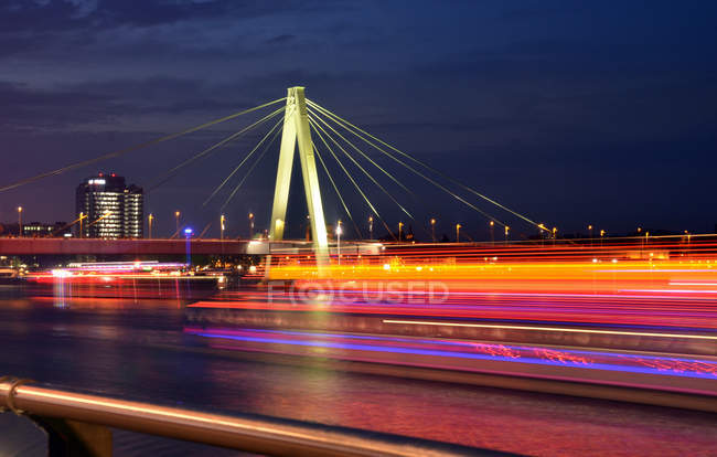 Cityscape with bridge over river — Stock Photo