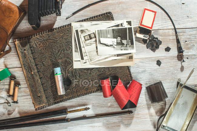 Камера і фотографічних приладдя — стокове фото