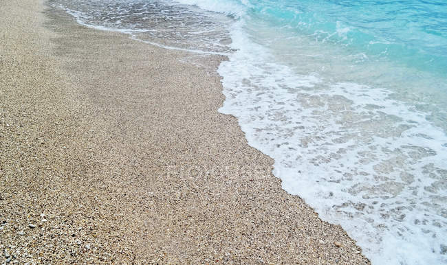 Seascape with sandy beach — Stock Photo