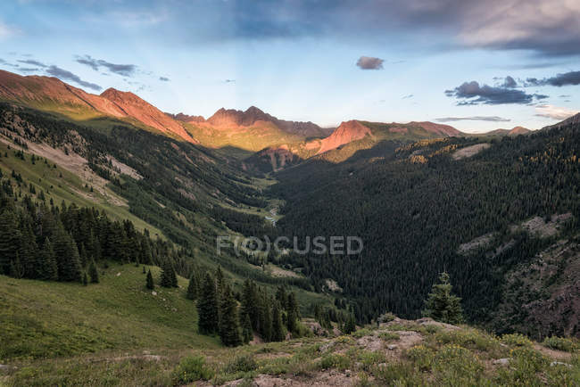 Paysage de montagnes alpines — Photo de stock