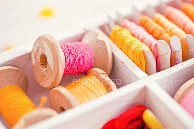 Sewing spools in wooden box — Stock Photo
