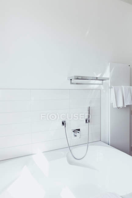Bathroom with towel on shelf by the bathtub — Stock Photo