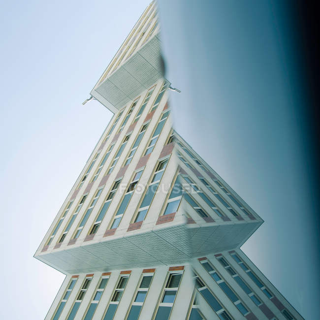 Cintura alta construção de fachadas da arquitetura moderna — Fotografia de Stock