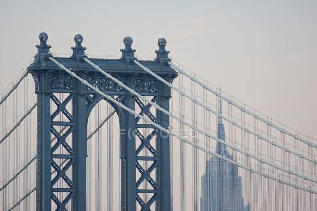 Manhattan Bridge and empire state building — Stock Photo