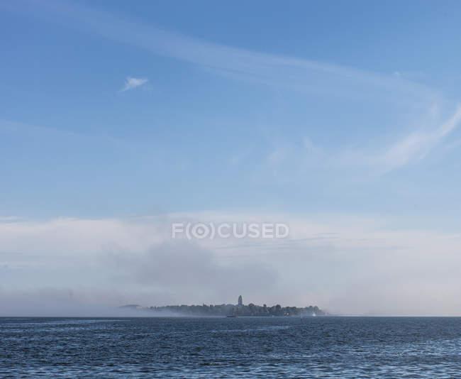 Прибережні морський пейзаж з острова — стокове фото