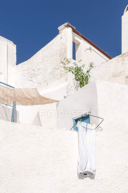 Exterior shot of white building facade with balconies — Stock Photo