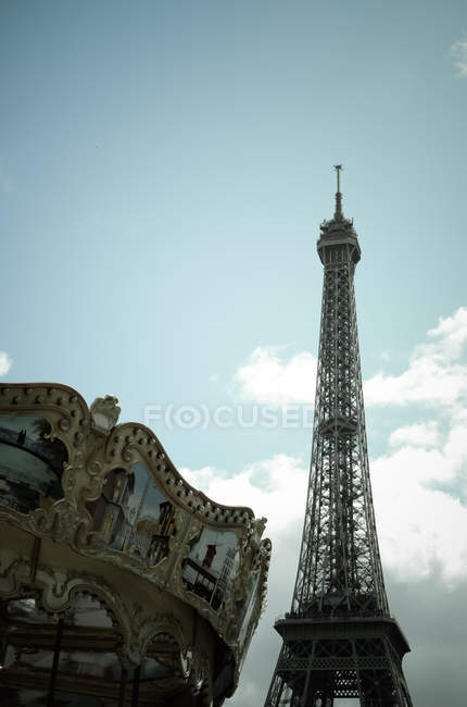 Carousel and Eiffel Tower — Stock Photo