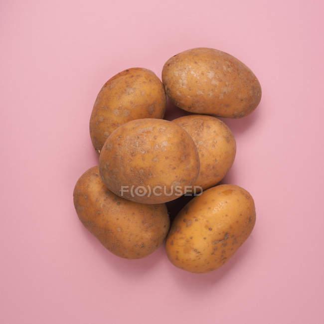 Haufen von rohen Kartoffeln — Stockfoto