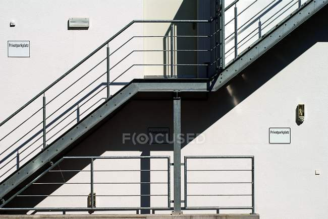 Exterior shot of white building facade with stairs — Stock Photo